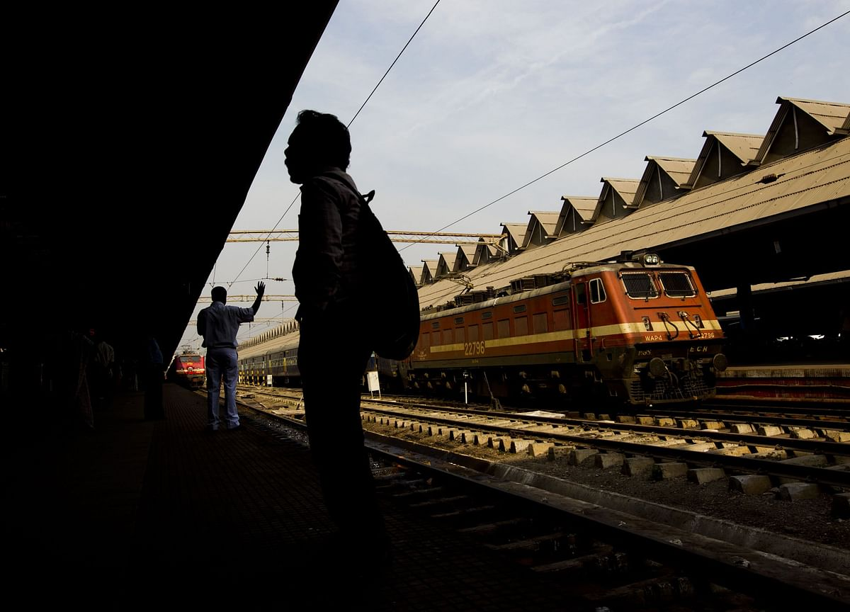 175 Local Trains Cancelled In Kolkata Due To Blockades By Bandh Supporters