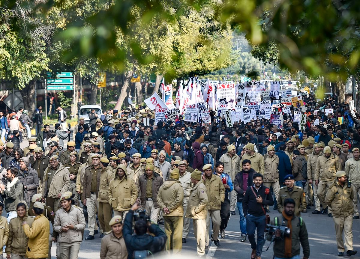 Hundreds March From Mandi House To HRD Ministry Demanding Removal Of JNU Vice-Chancellor