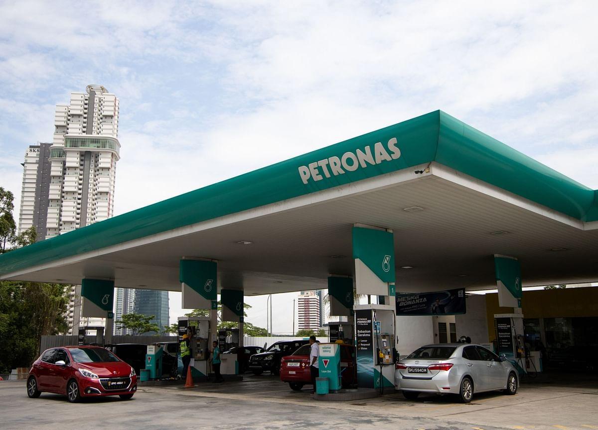 Petronas Mulls Global Bond Sale After Five-Year Hiatus