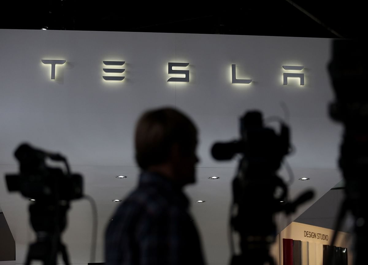 Tesla Is More Overbought Than Bitcoin During Height of Bubble