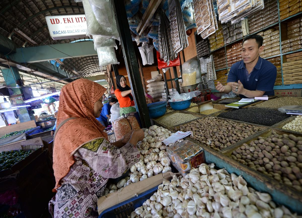 Garlic Prices Jump in Indonesia on Worries About Chinese Exports
