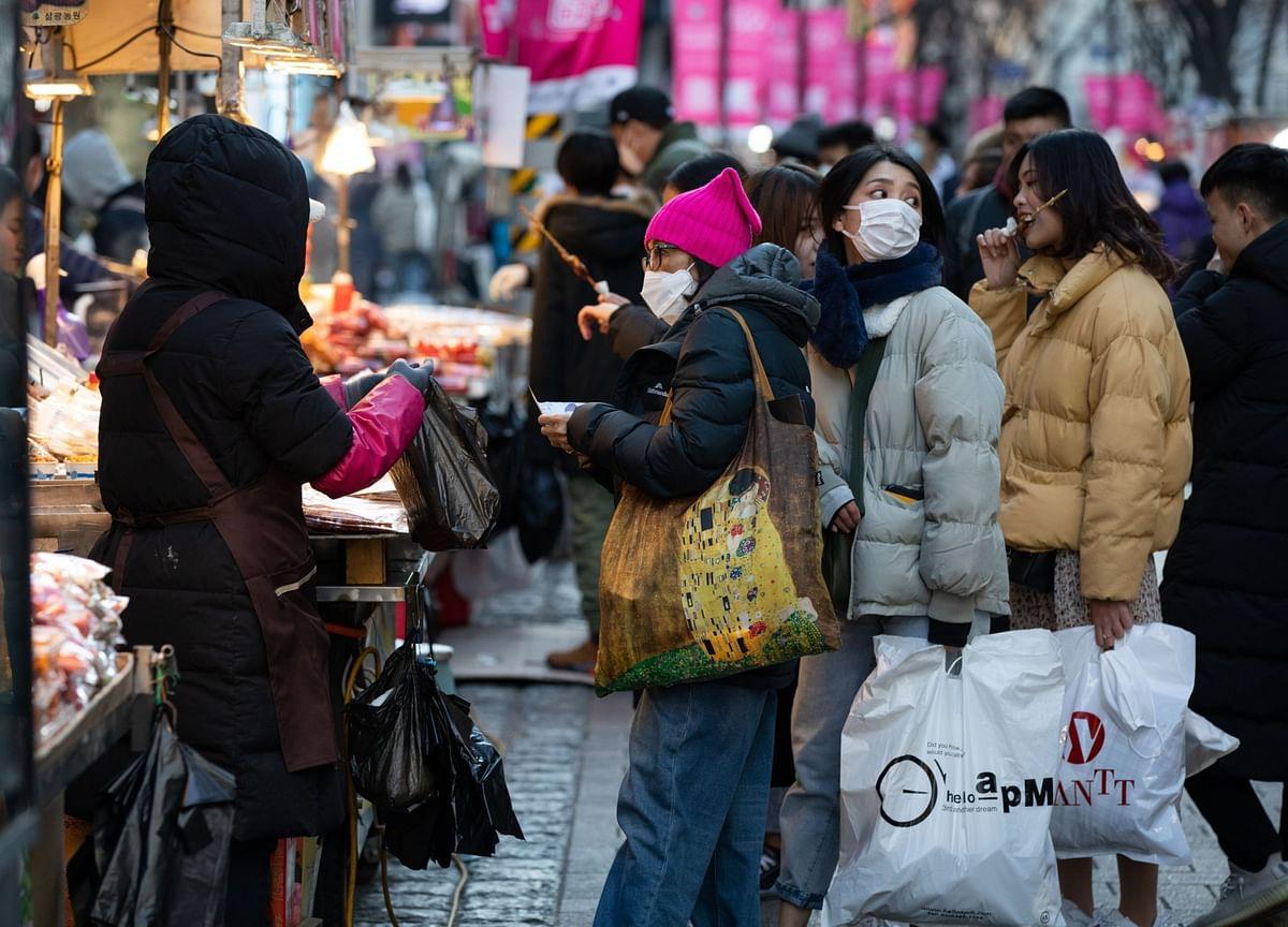 Korea Consumer Confidence Retreats on New Virus Wave, Curbs