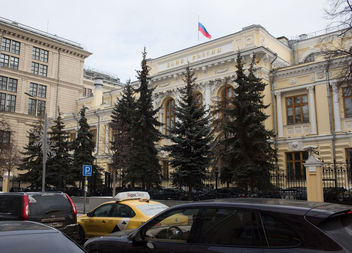Russia Delivers Sixth Straight Rate Cut, Signals More Easing