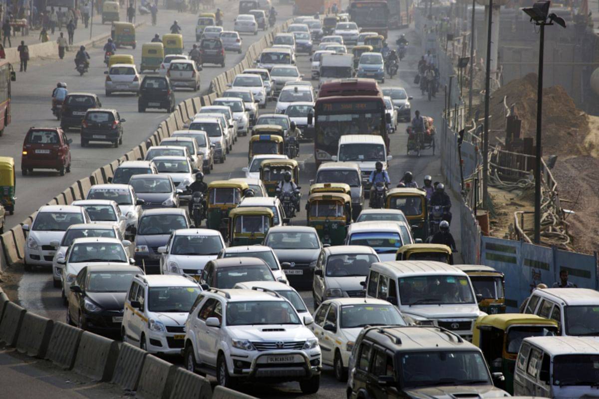 Traffic moves along a highway during morning rush hour in Delhi. (Photographer: Kuni Takahashi/Bloomberg)