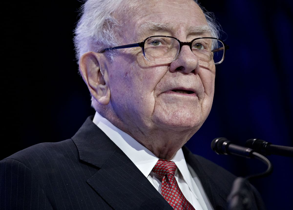 Buffett's Dinner Date Clashes With Devotees of Steemit Website
