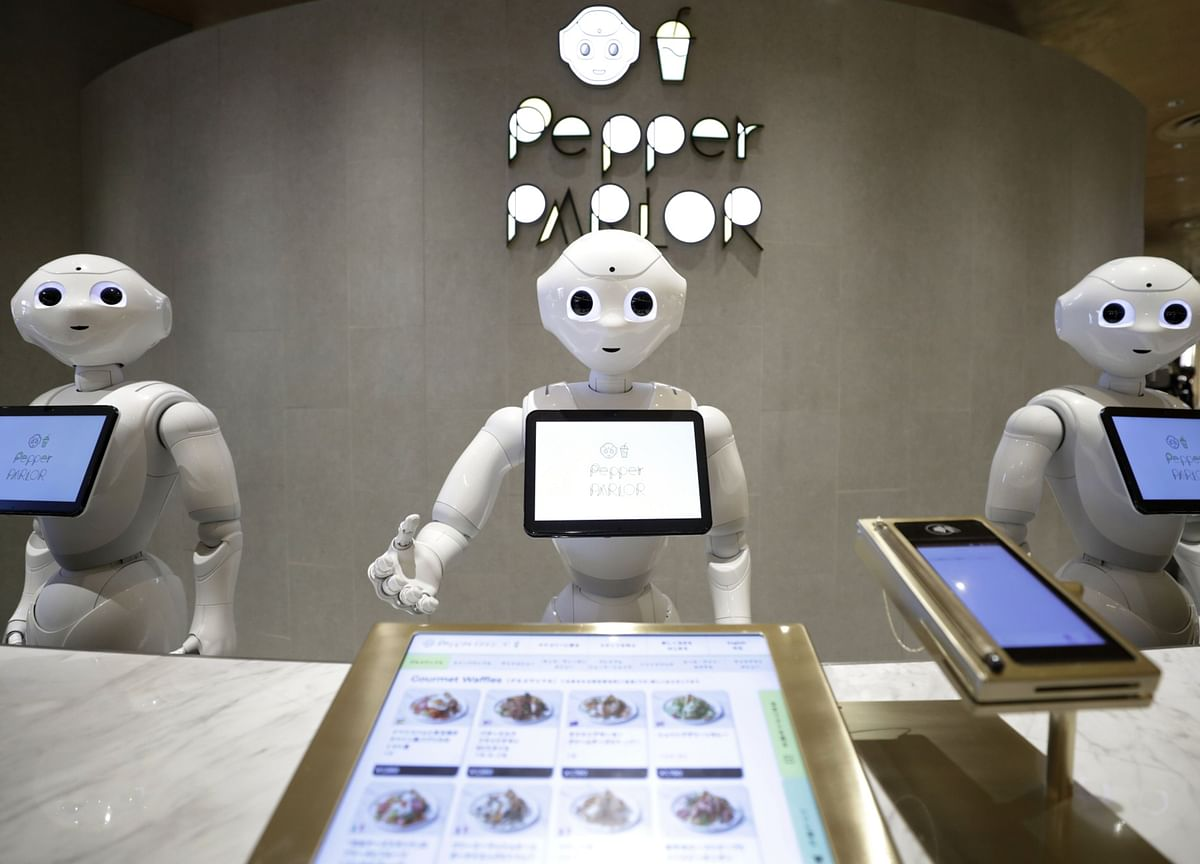 Robot Analysts Outwit Humans on Investment Picks, Study Shows