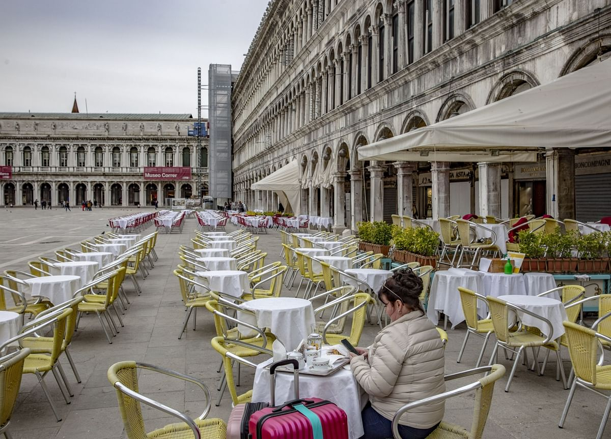Italy Shuts Down Shops, Restaurants After Virus Toll Rises