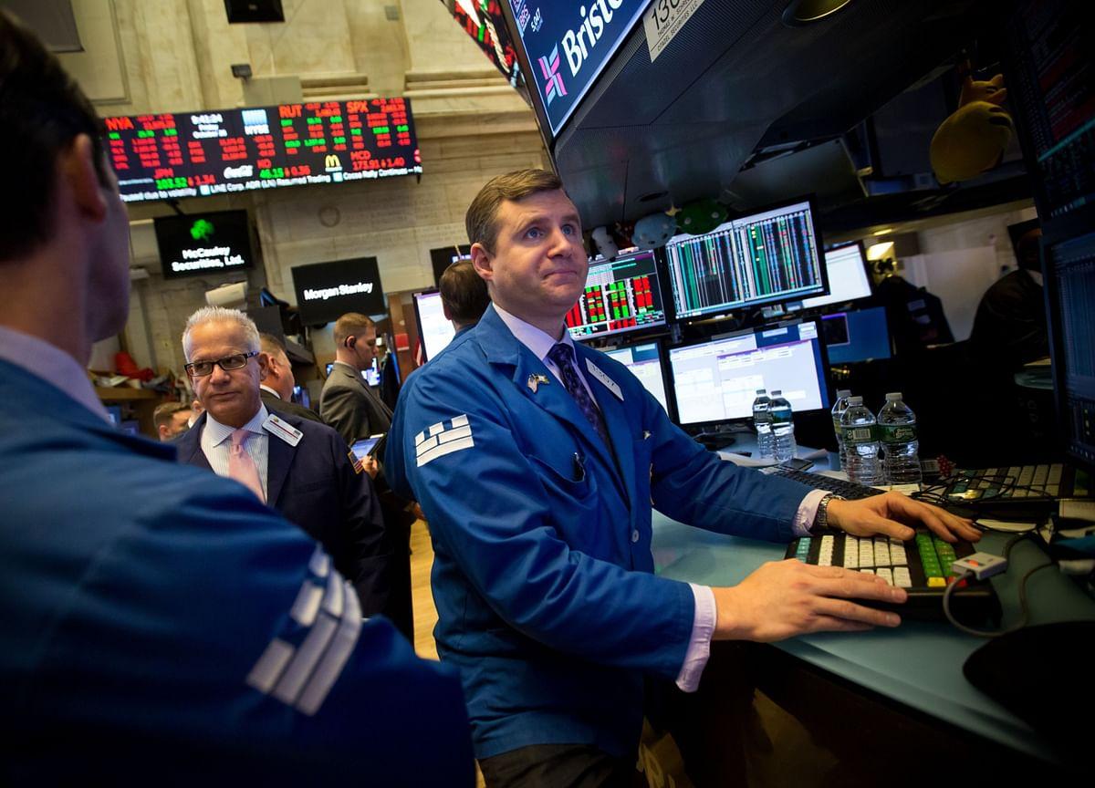 U.S. Yields Hurtle Toward Zero With Thin Market Stunning Traders