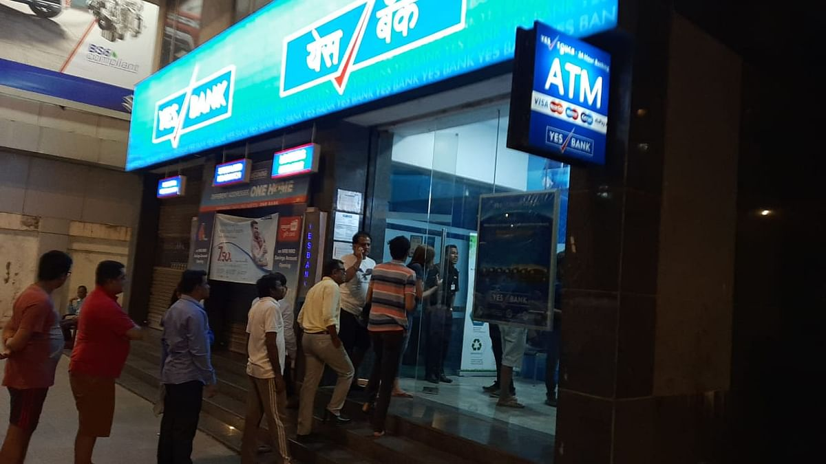 Depositors line up outside Yes Bank branch in Worli, Mumbai after moratorium announced. (Photo: Advait Palepu/BloombergQuint)