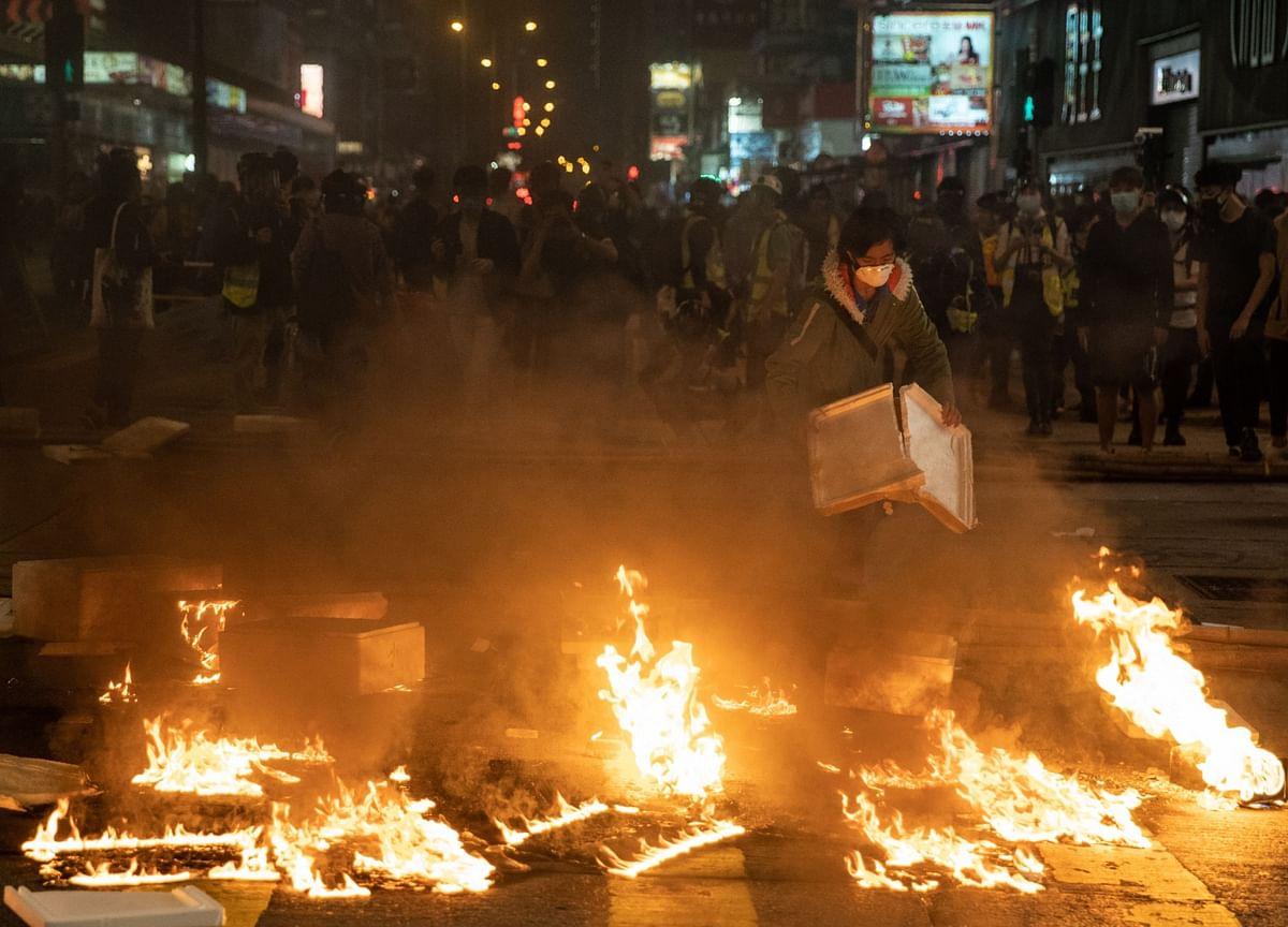 Tear Gas, Petrol Bombs Return to Hong Kong in Weekend Protest