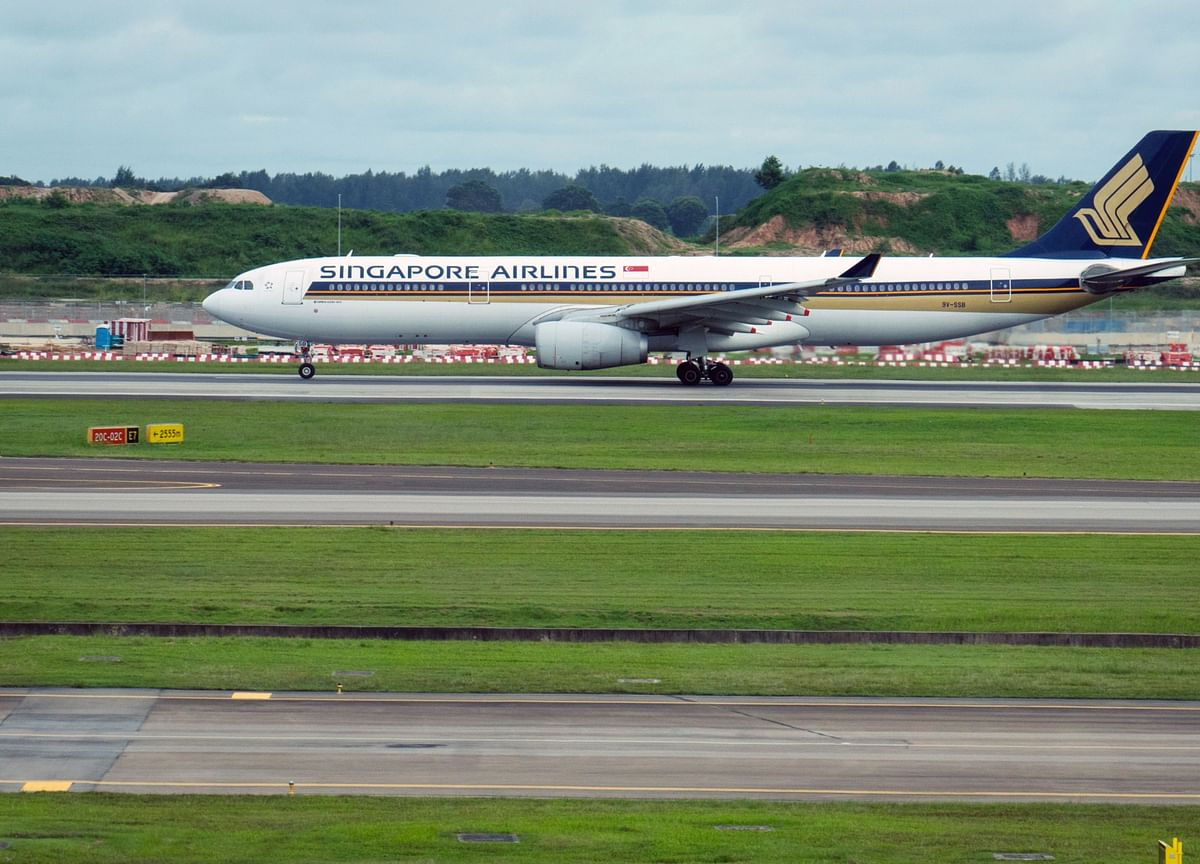 Singapore Airlines Braces for Another Record Loss on Virus