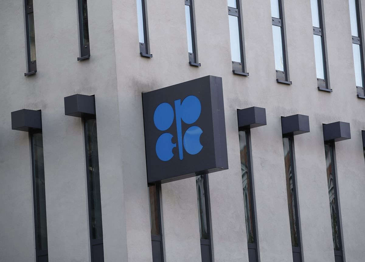 OPEC+ Experts Urge More Output Cuts as Meeting Scaled Down