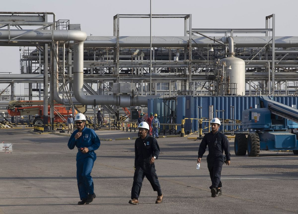 Aramco Delays Oil Pricing Amid Saudi-Russia Row on Oil Cuts
