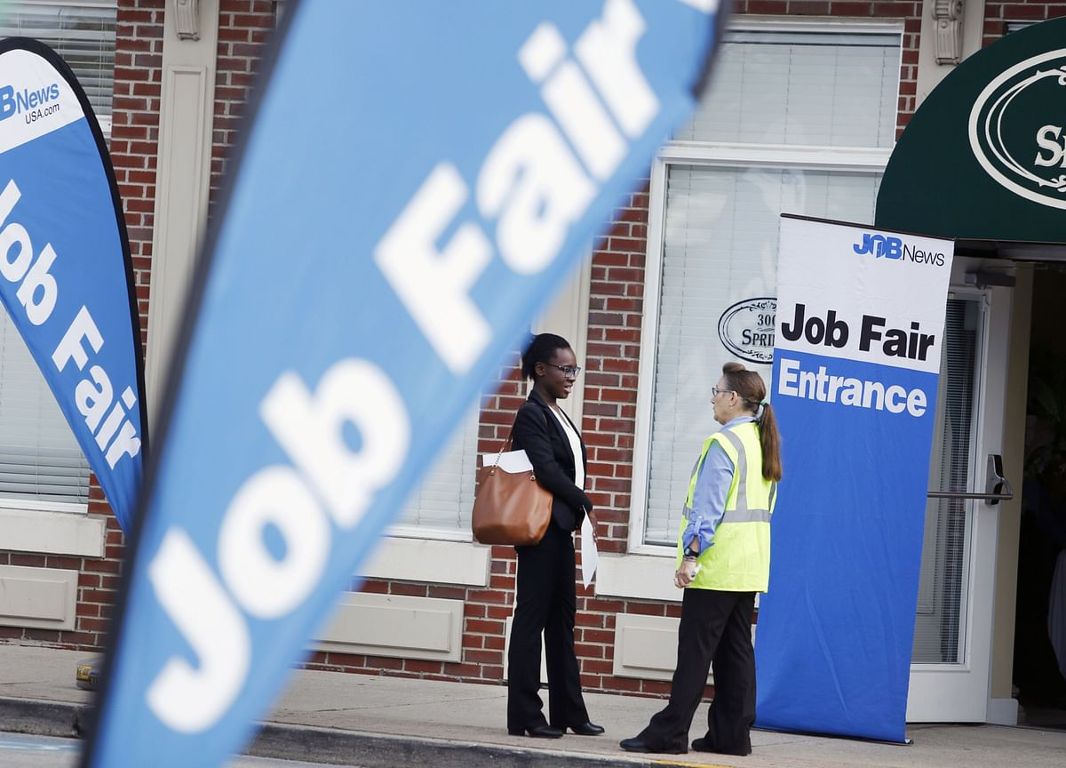 Drop in U.S. Jobless Claims Underscores Steady Labor Market