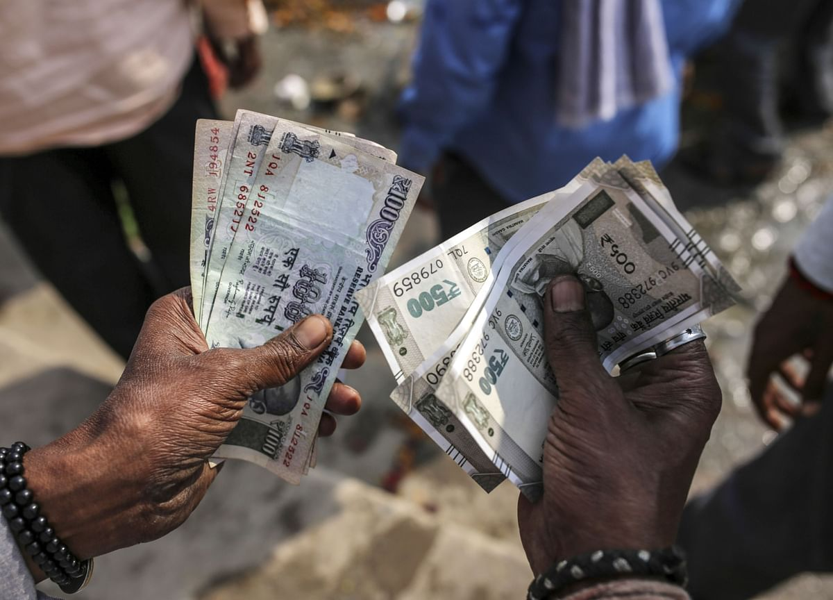 India Eases Up on Currency Intervention, Protecting Reserves
