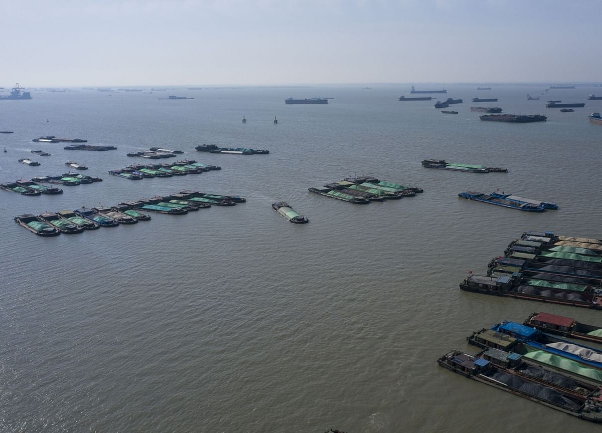 Oil Market So Glutted Traders Turn to Tiny Barges to Store Fuels