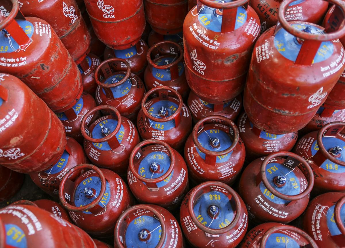 Non-Subsidised Cooking Gas Price Cut By Rs 61.50 Per Cylinder