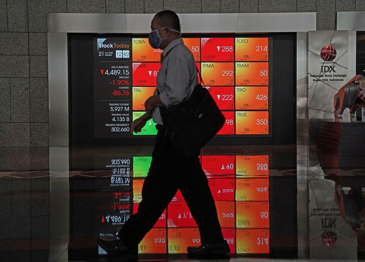 Stocks Climb to All-Time Highs; Crude Oil Declines: Markets Wrap