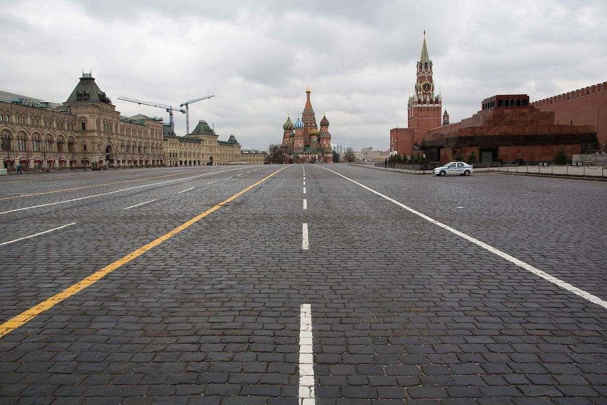Police patrol a deserted Red Square on April 2. (Photographer: Andrey Rudakov/Bloomberg)