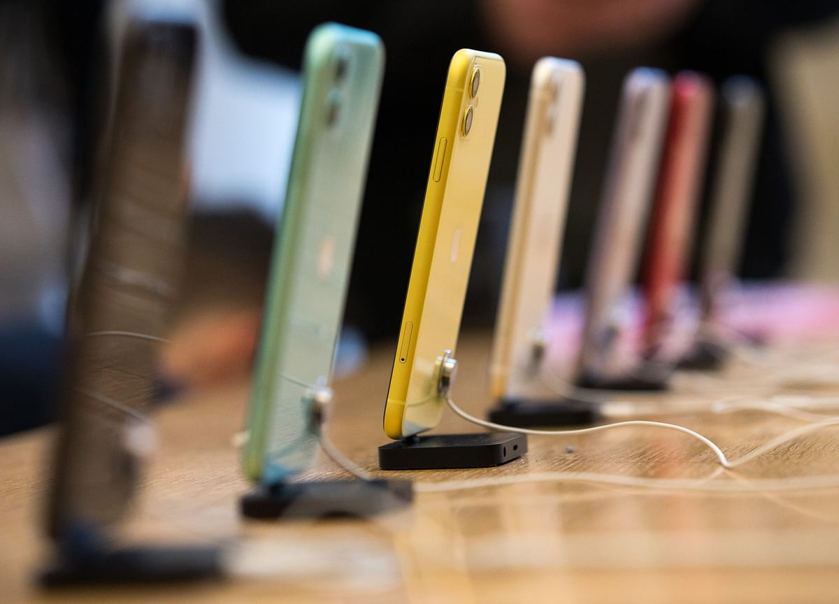 Apple's New IPhones Face a Double Whammy of Trouble