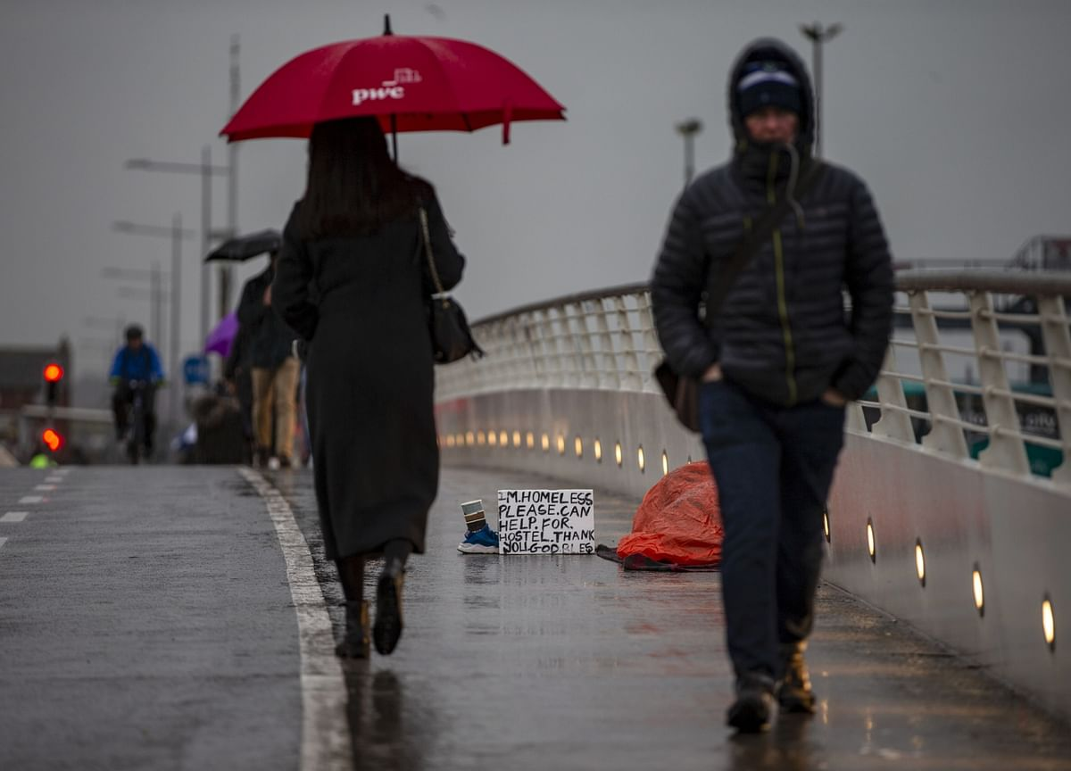 U.K. Jobless Claims Rise in Glimpse of Losses to Come