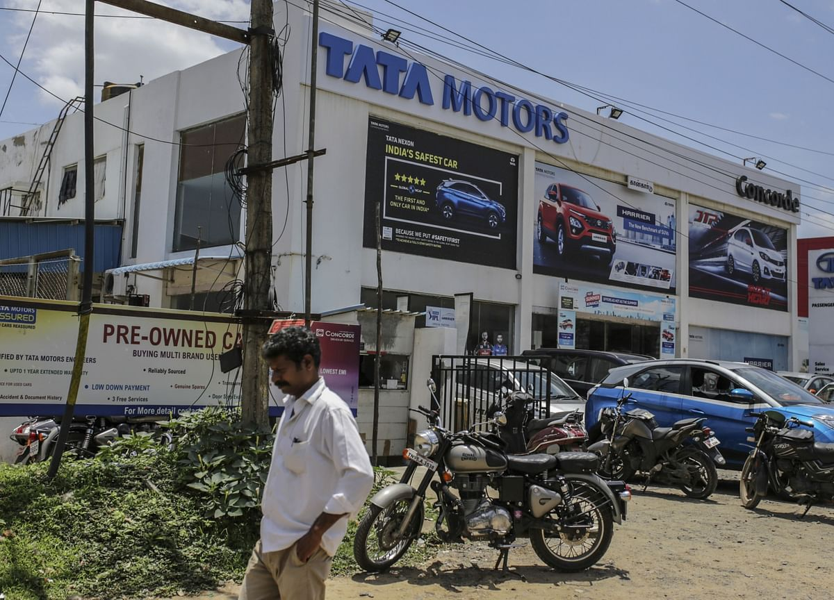 Fitch Downgrades Tata Motors, Cites Cash Flow Issues