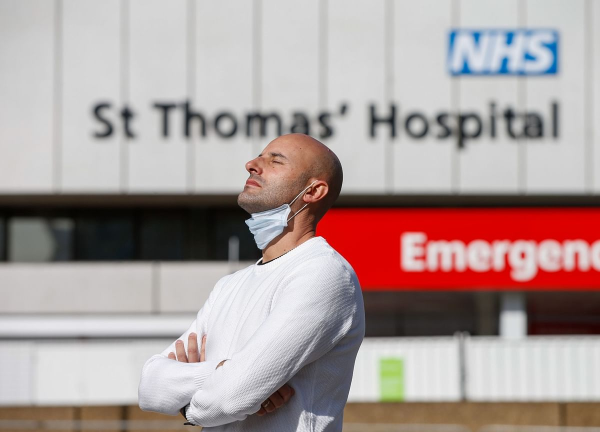 Johnson Improving in Hospital as U.K. Deaths Rise to Record