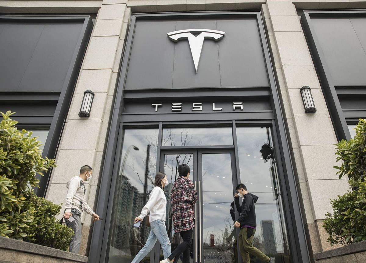 Tesla Escalates Battle Over Alleged Theft of Robocar Secrets