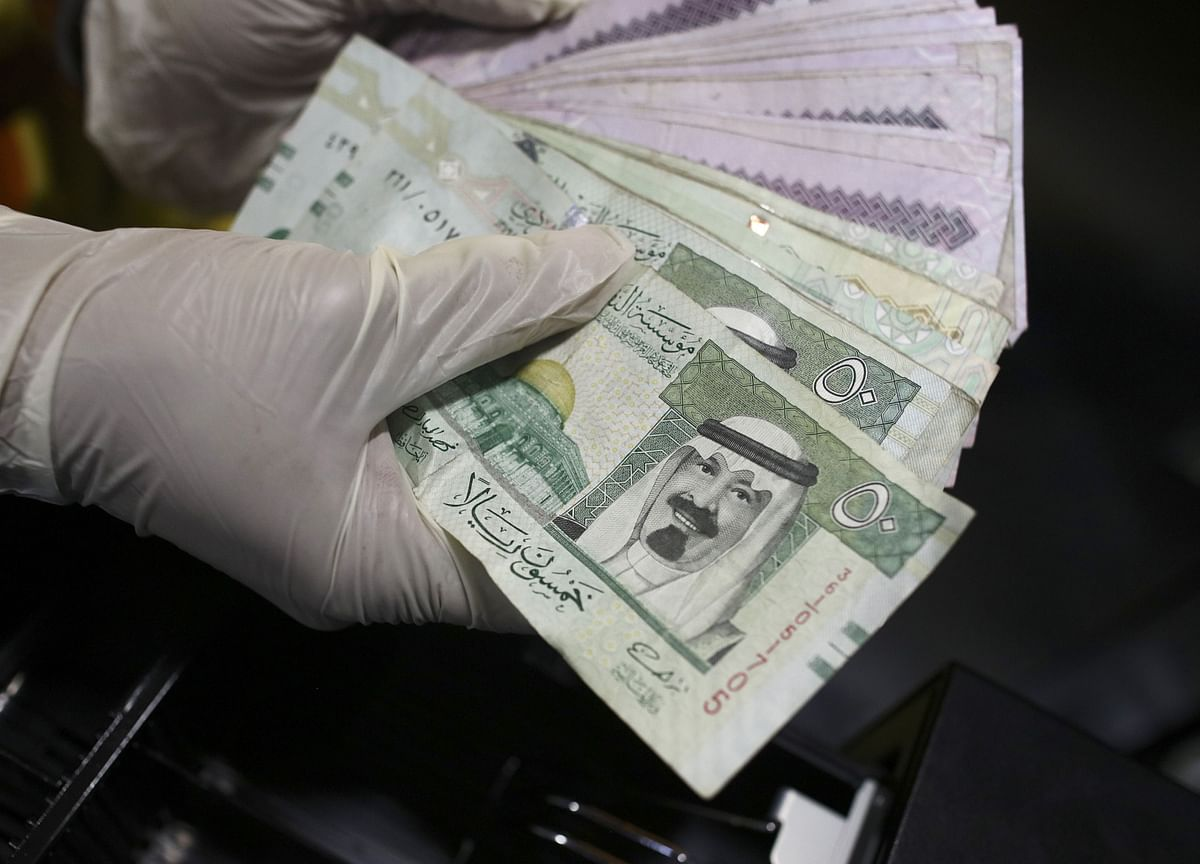 Saudi Response to Fiscal Shock Centers on Record Debt Plan