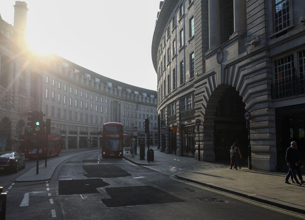 U.K.'s Johnson Resists Easing Lockdown on Second Wave Fears