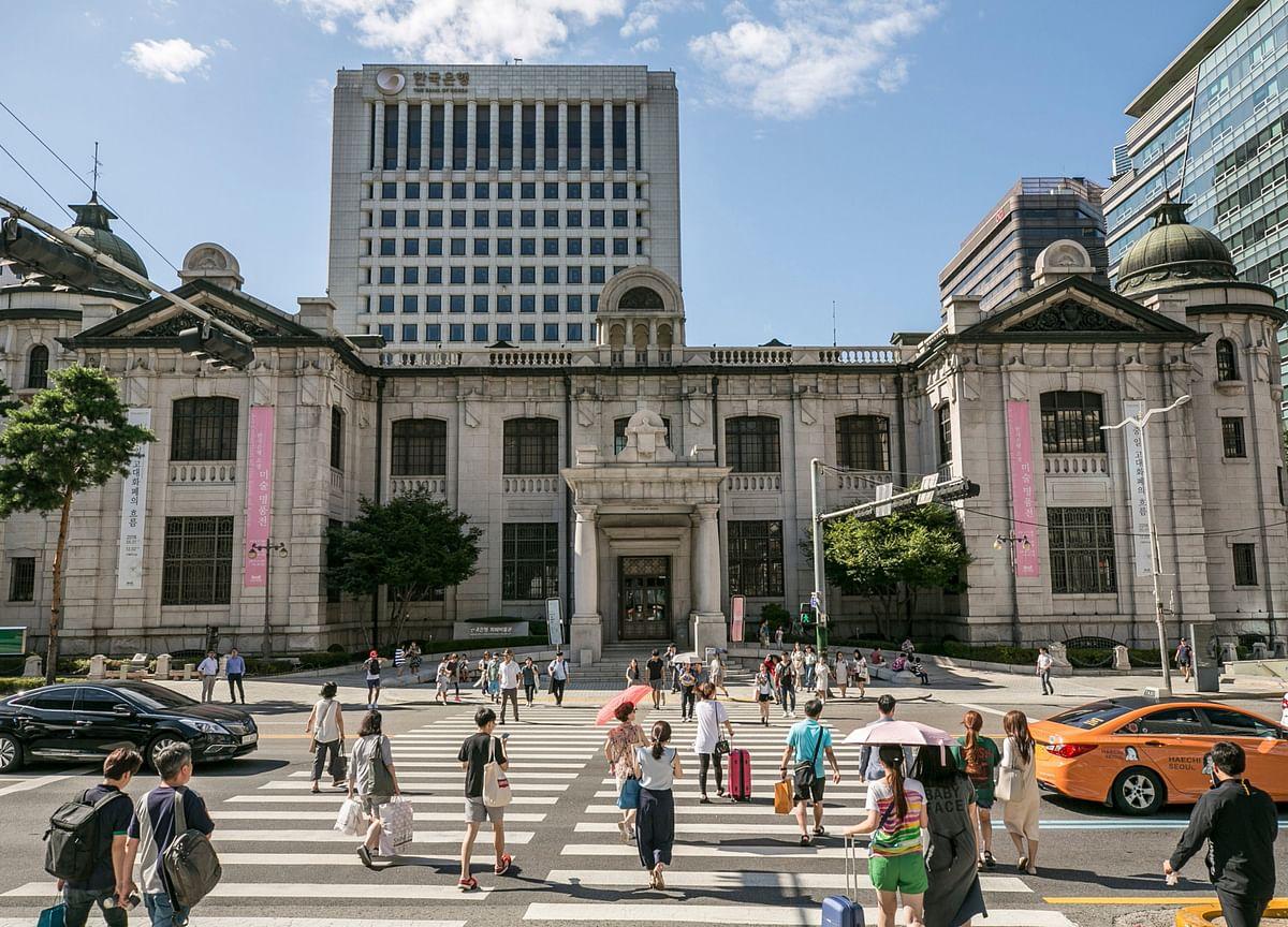 Bank of Korea's Lee Sees Virus Outsizing Financial Crisis Impact