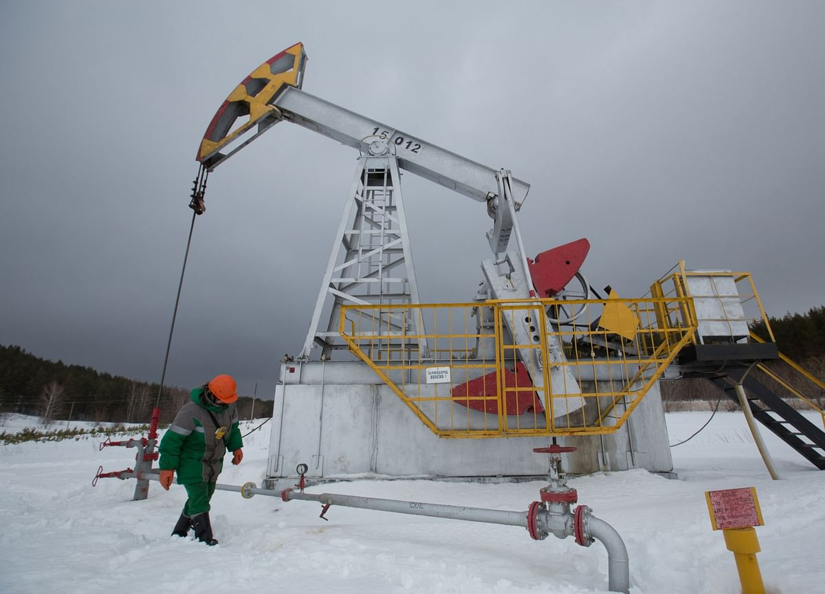 Russia Won't Boost Oil Output Amid Oversupply, Official Says