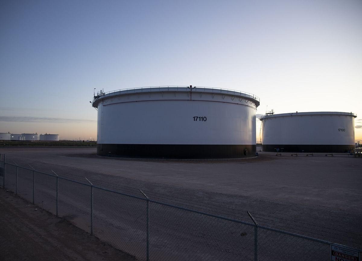 Goldman Sees Global Oil Testing Storage Capacity in 3-4 Weeks