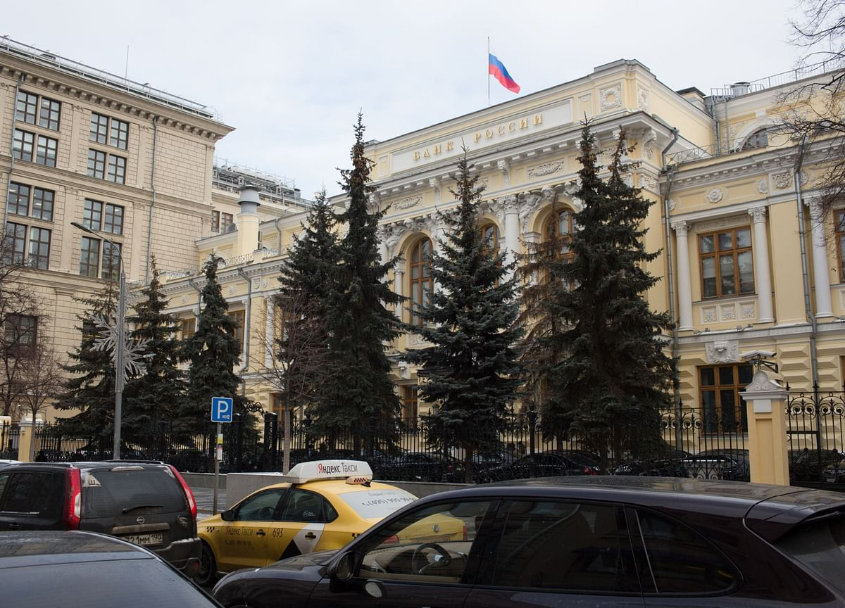 Bank of Russia Hints at Big Rate Cut to Prop Up Crashing Economy