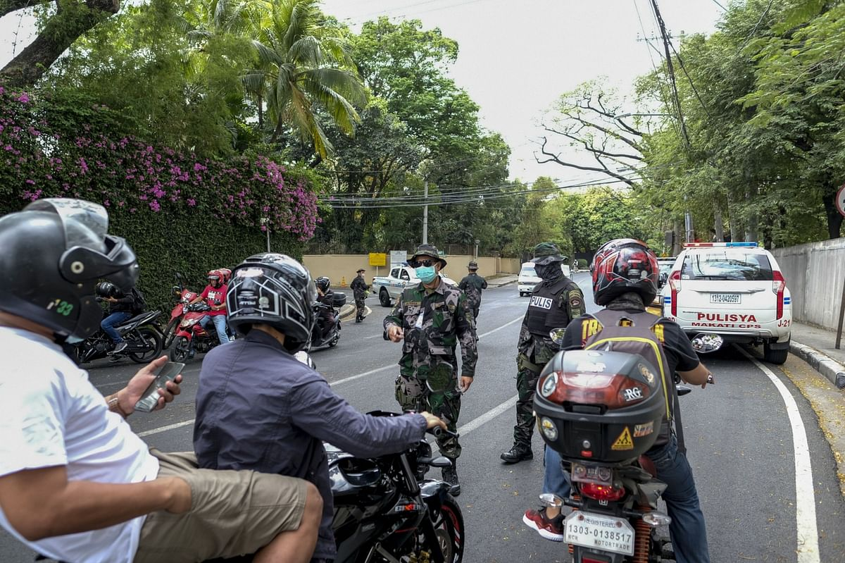 Philippines Extends Lockdown of Manila and Nearby Areas to May 15