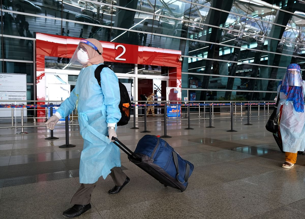 U.K.-India Flights Resume, Chaos At Delhi Airport As Government Modifies Quarantine Rule Belatedly