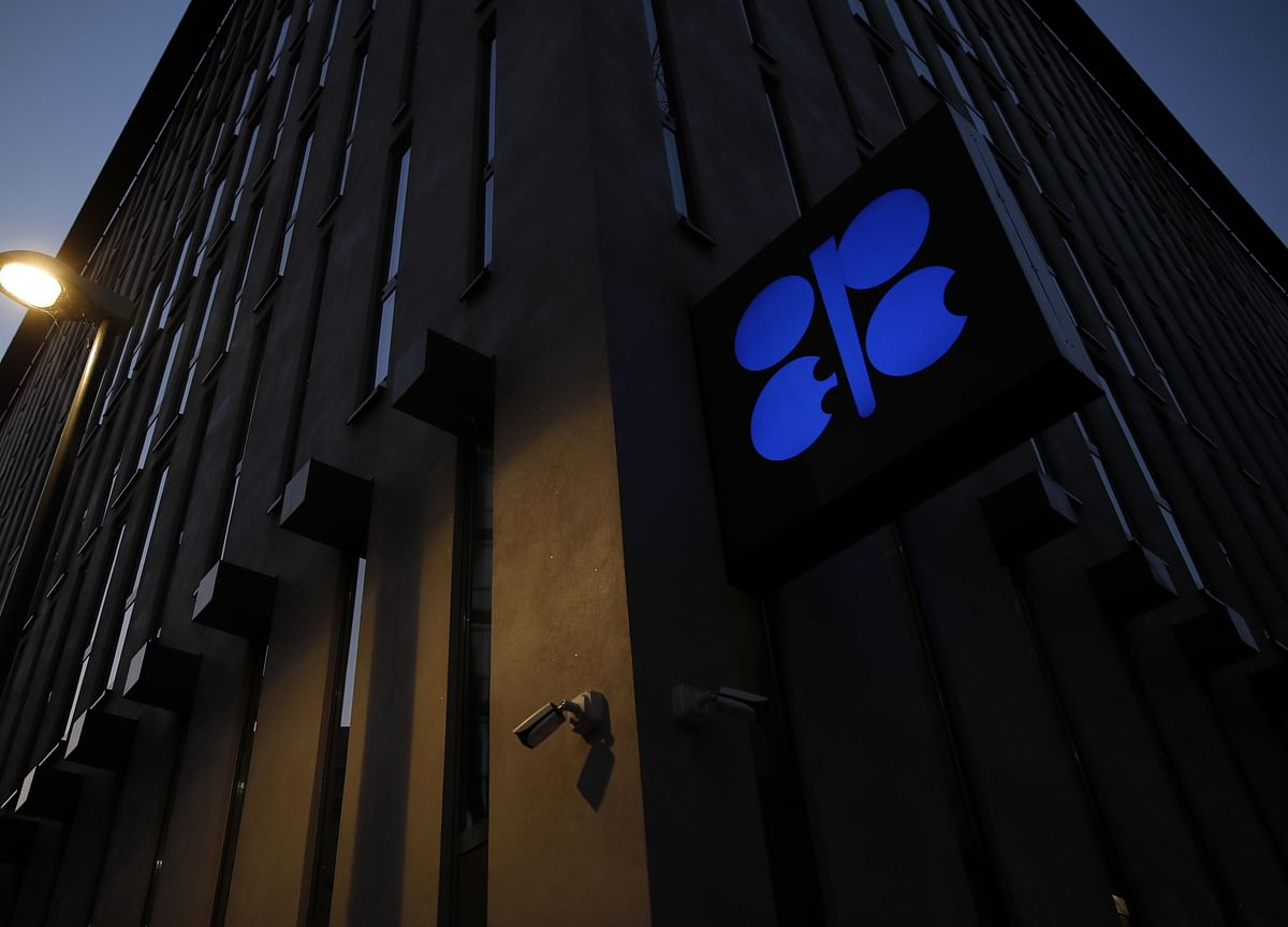 OPEC Sees Weaker Outlook as Demand Falters, Shale Recovers