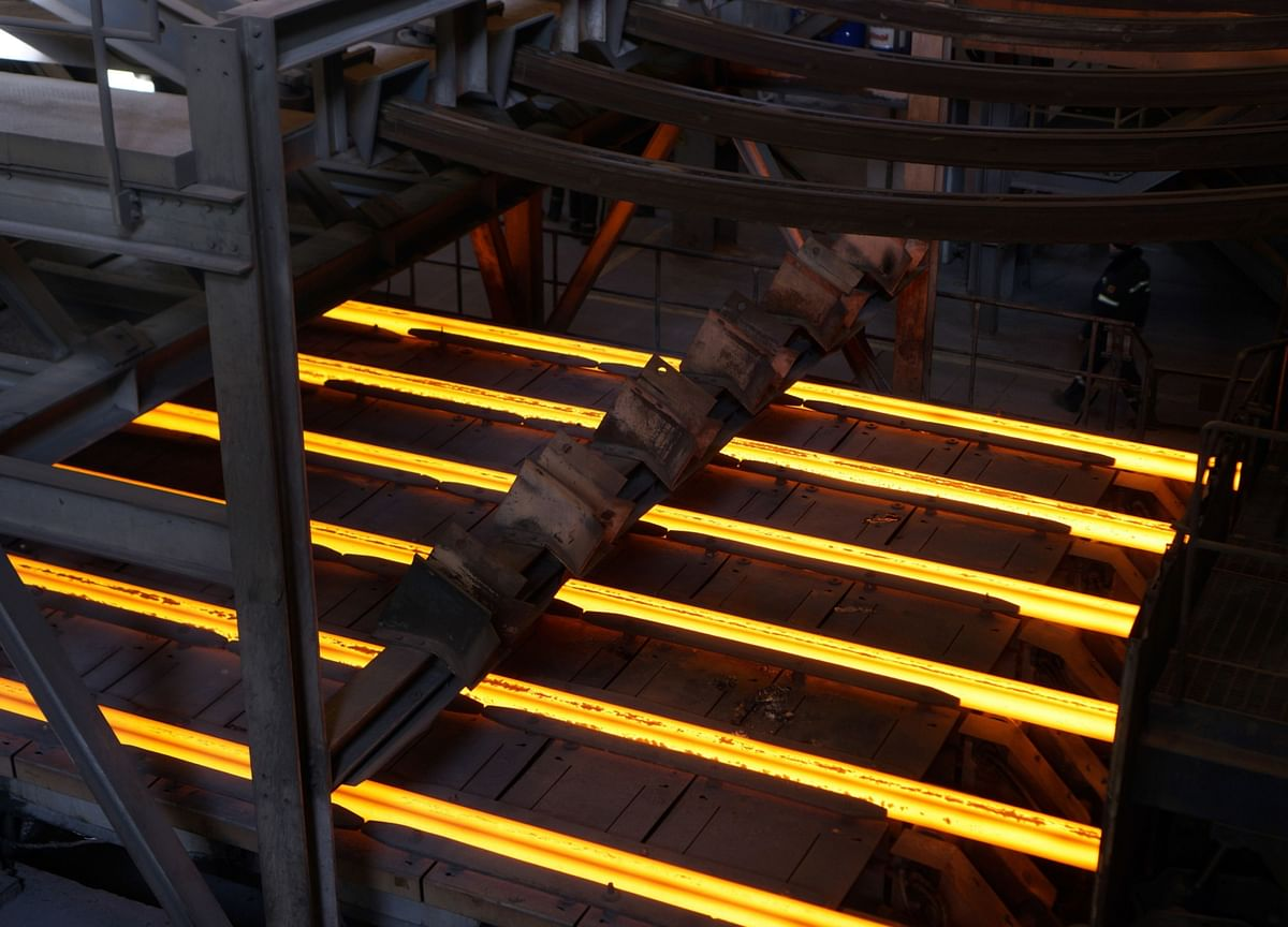 ArcelorMittal Suspends Dividend, Drop Global Steel Outlook