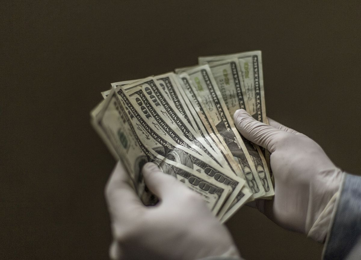Dollar Reigns Supreme During Virus CrisisWith Yuan Stuck in Shadows