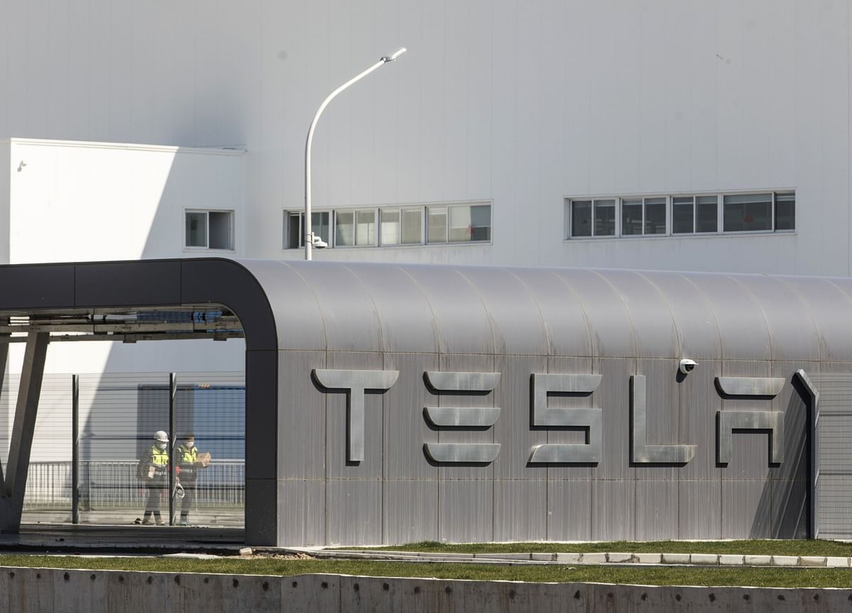 Tesla Idles China Plant, Suspending Vehicle Output Worldwide