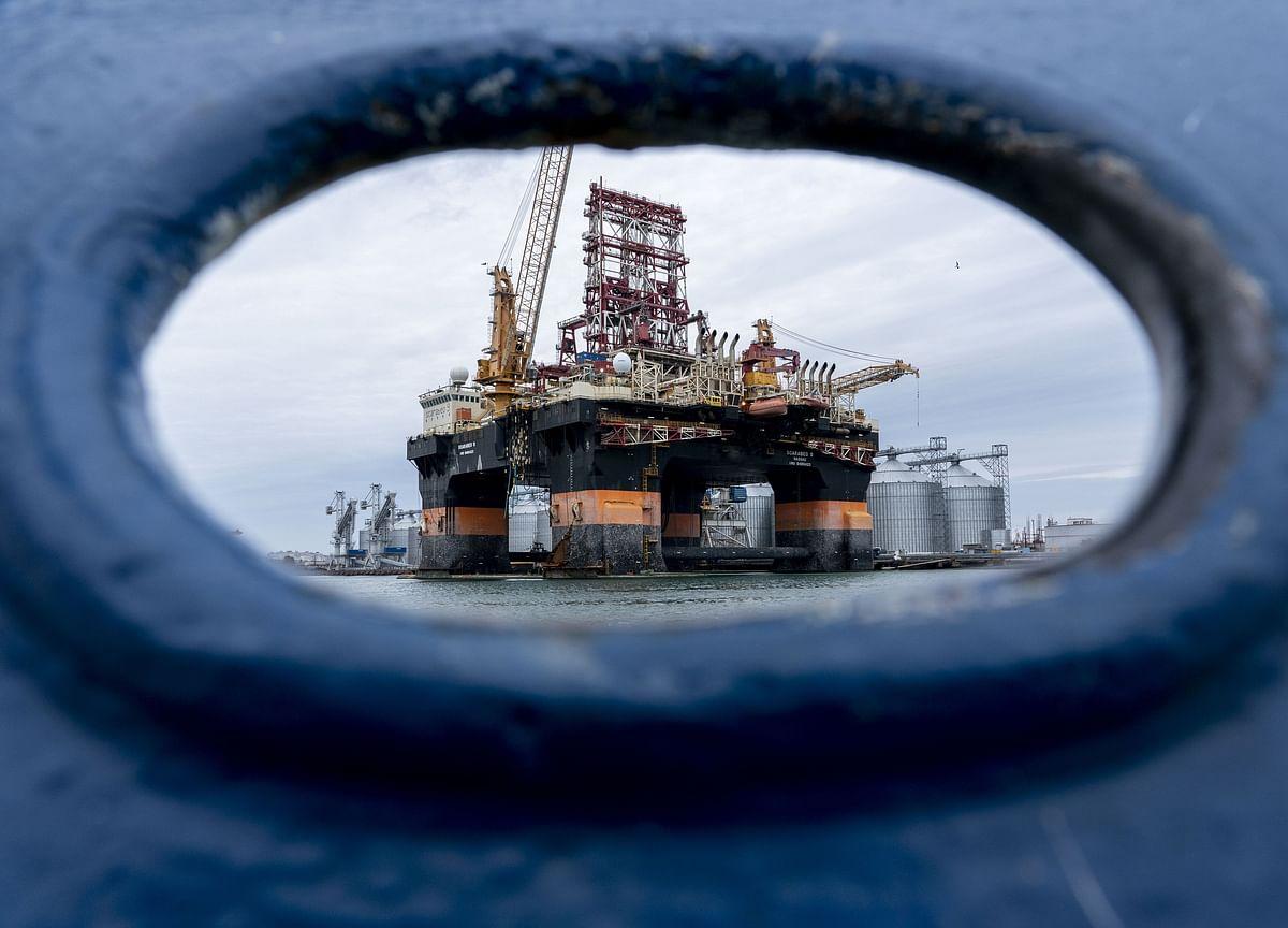 Oil Climbs for a Third Week Amid Output Cuts, Demand Rebound
