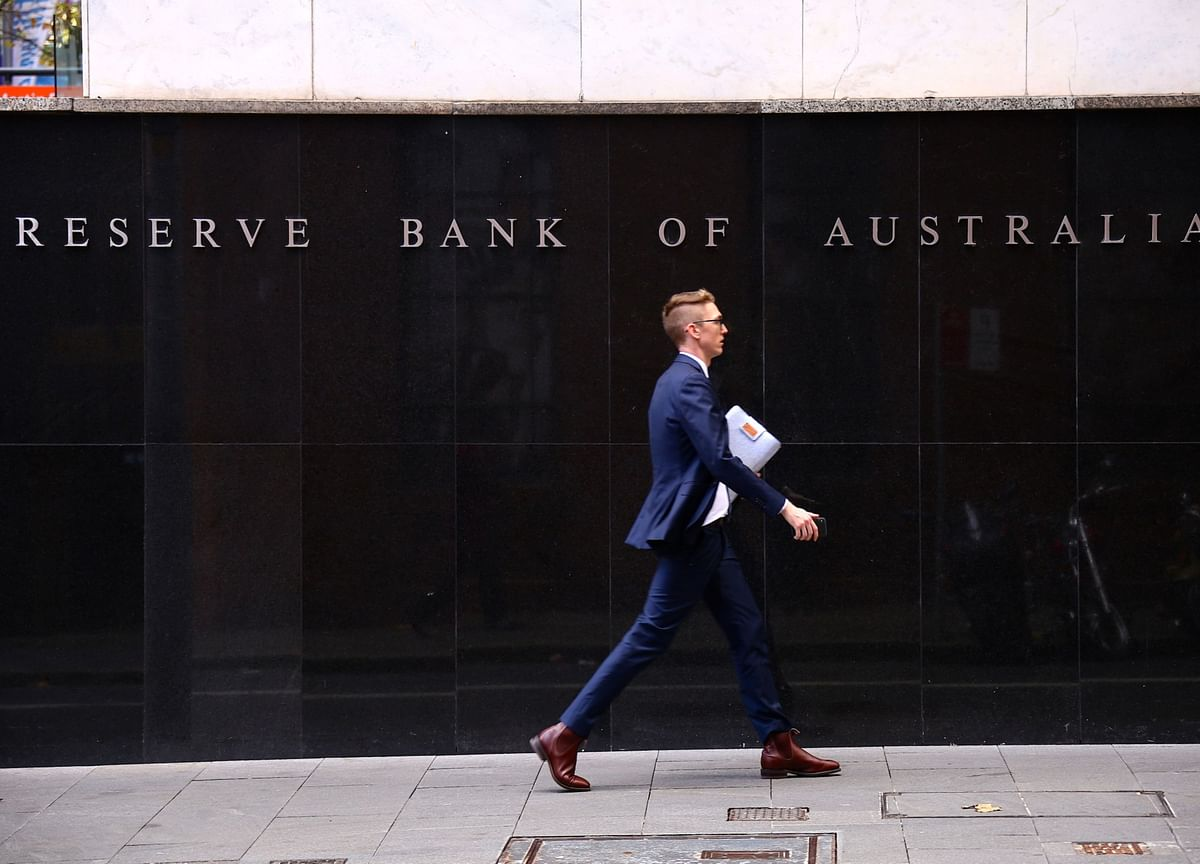 Australia's Central Bank to Hold as It Enters Eye of Storm
