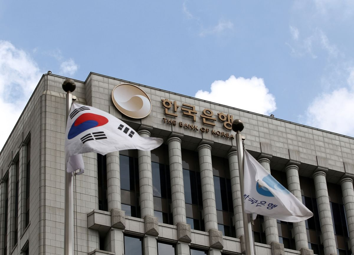 Bank of Korea Slashes Rate in Emergency Move After Fed Cut