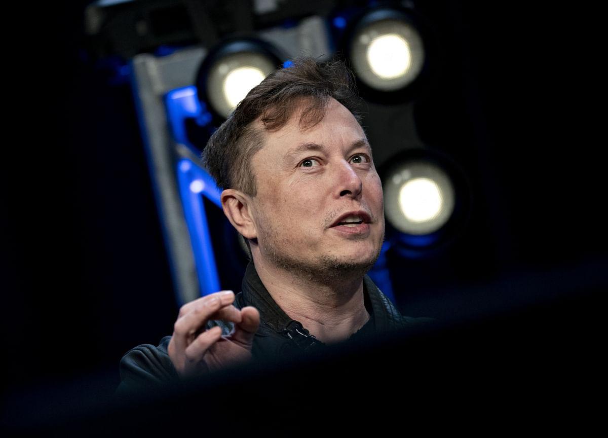 Musk on Cusp of $730 Million Award, Even After Tweet Tanks Stock