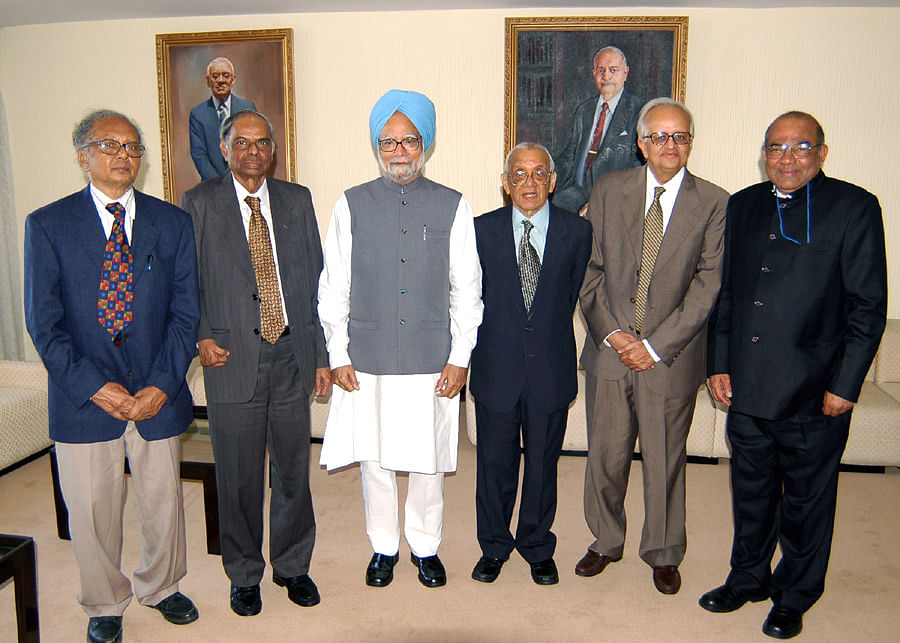 Former  governors S Venkitaramanan, C Rangarajan, Manmohan Singh, M Narasimham, Bimal Jalan, and YV Reddy, at the RBI in Mumbai in 2004. (Photograph: RBI)