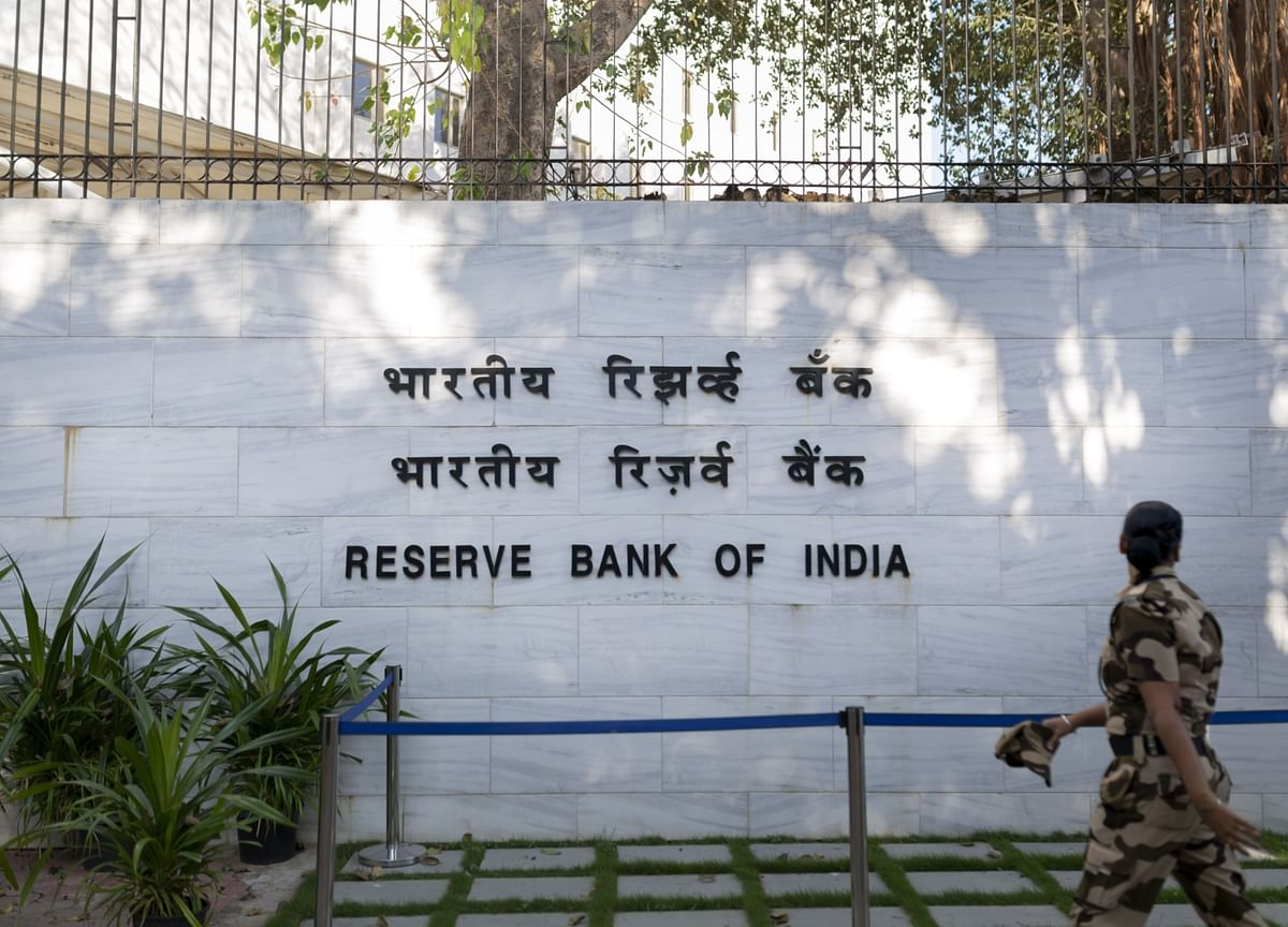 Bonds in India Give Up Deficit Concerns on Talk of Help From RBI