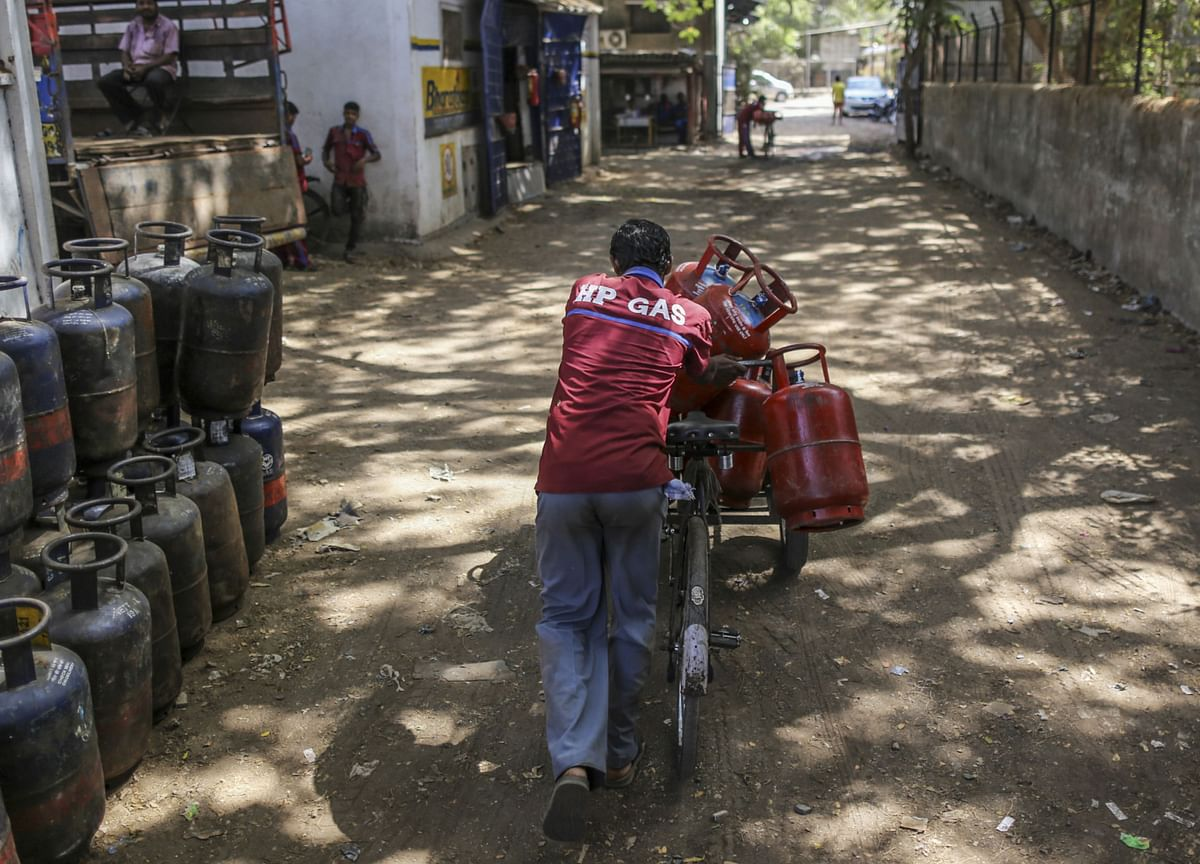 Indian LPG Reversal Shows Peril of Buying Fuel in a Pandemic