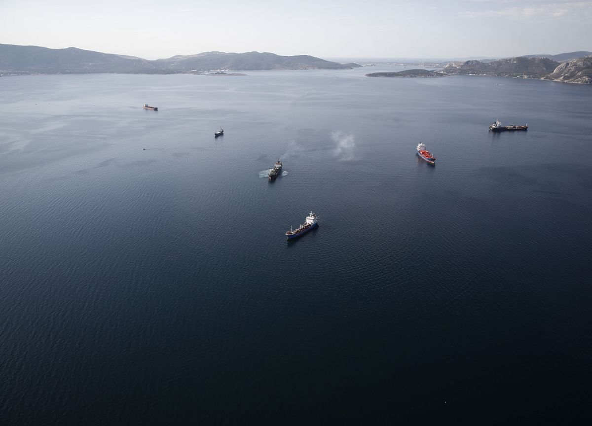 India Stores Cheap Oil at Sea While Onshore Tanks 100% Full