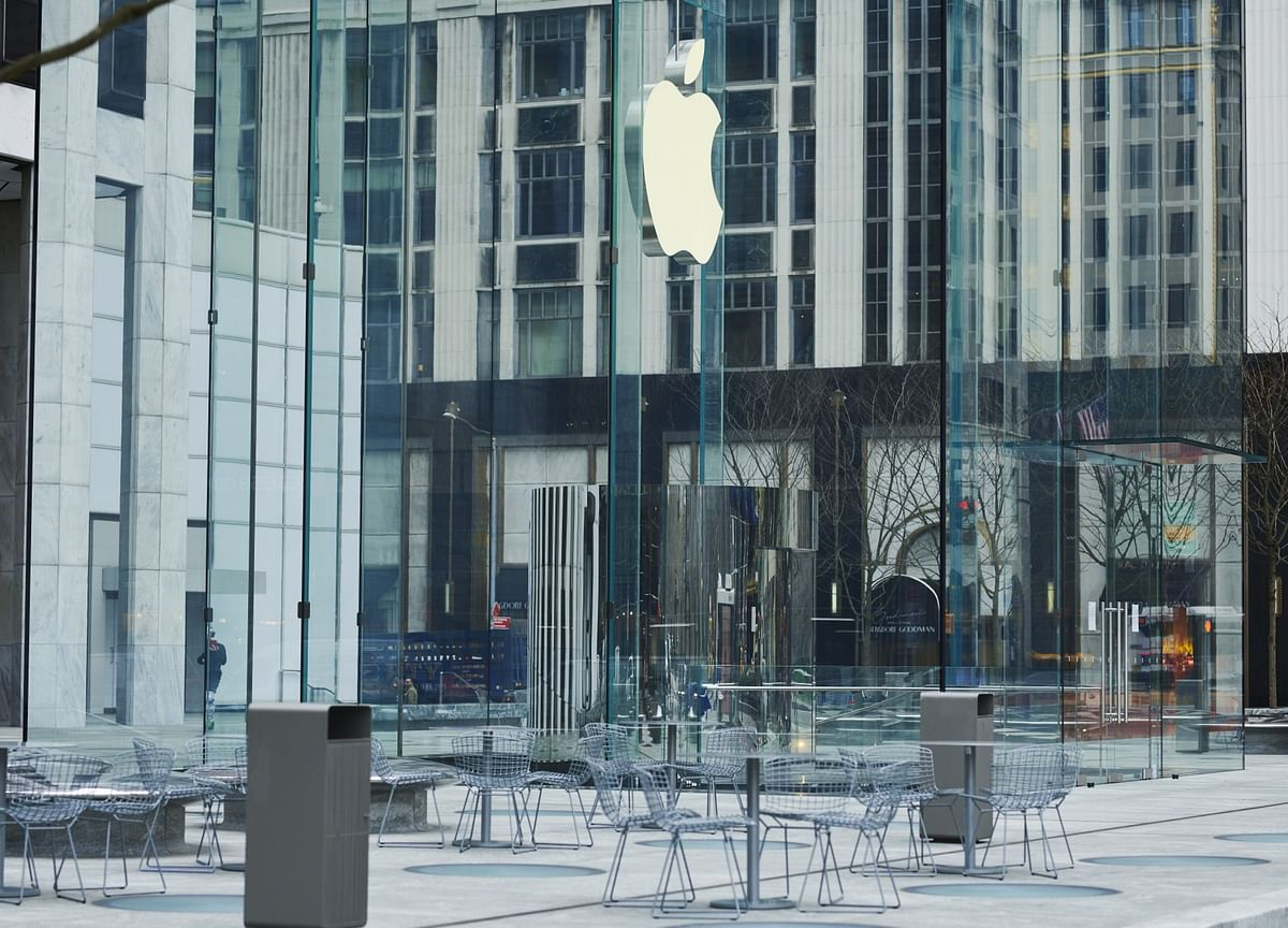 Apple To Reopen 25 U.S. Stores, 12 in Canada This Week