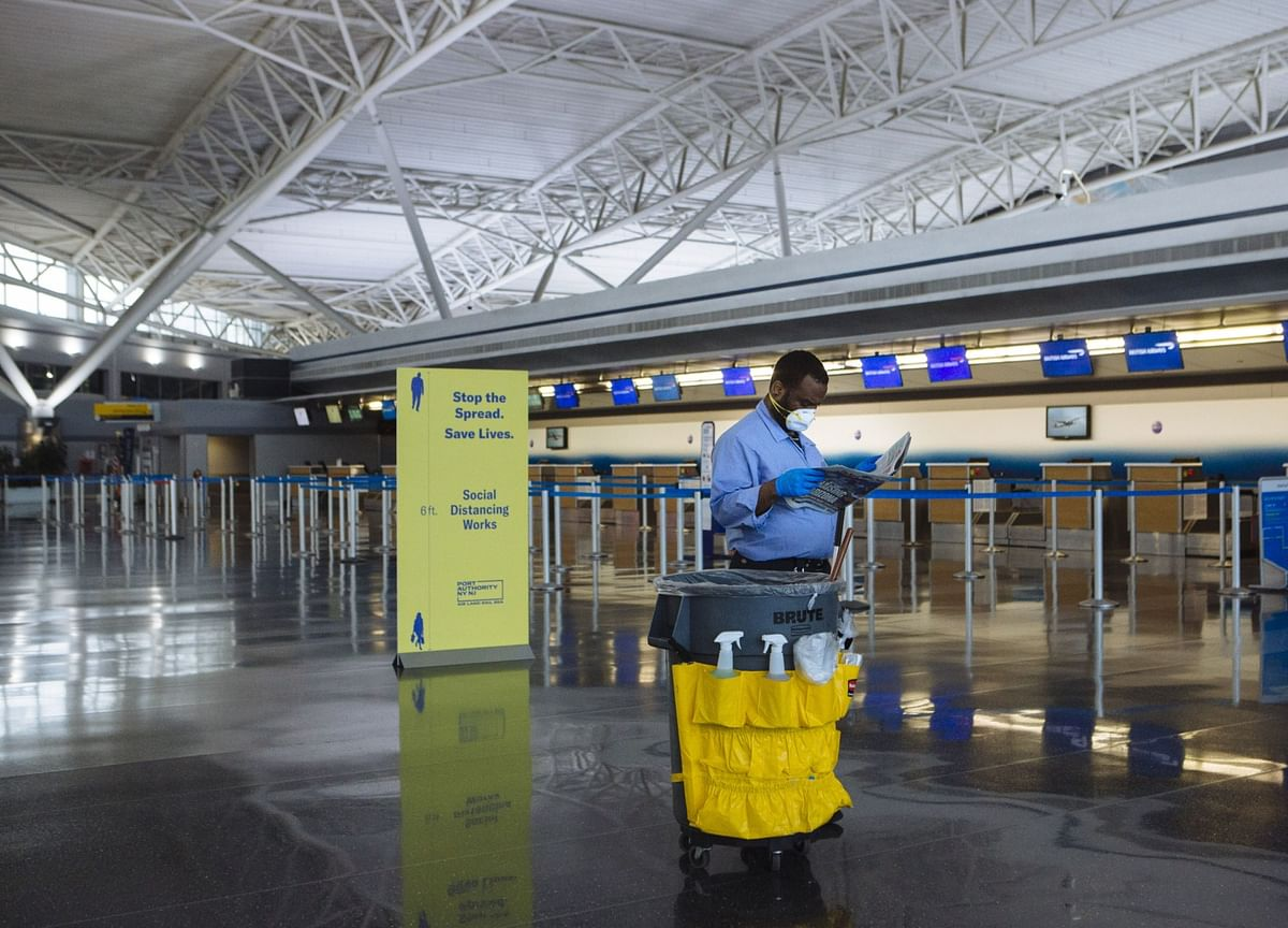 Airlines, Airports Seen Needing Costly Revamp for Virus Era